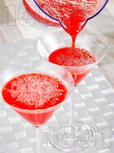Коктейл Ягодово дайкири (Strawberry Daiquiri) - снимка на рецептата